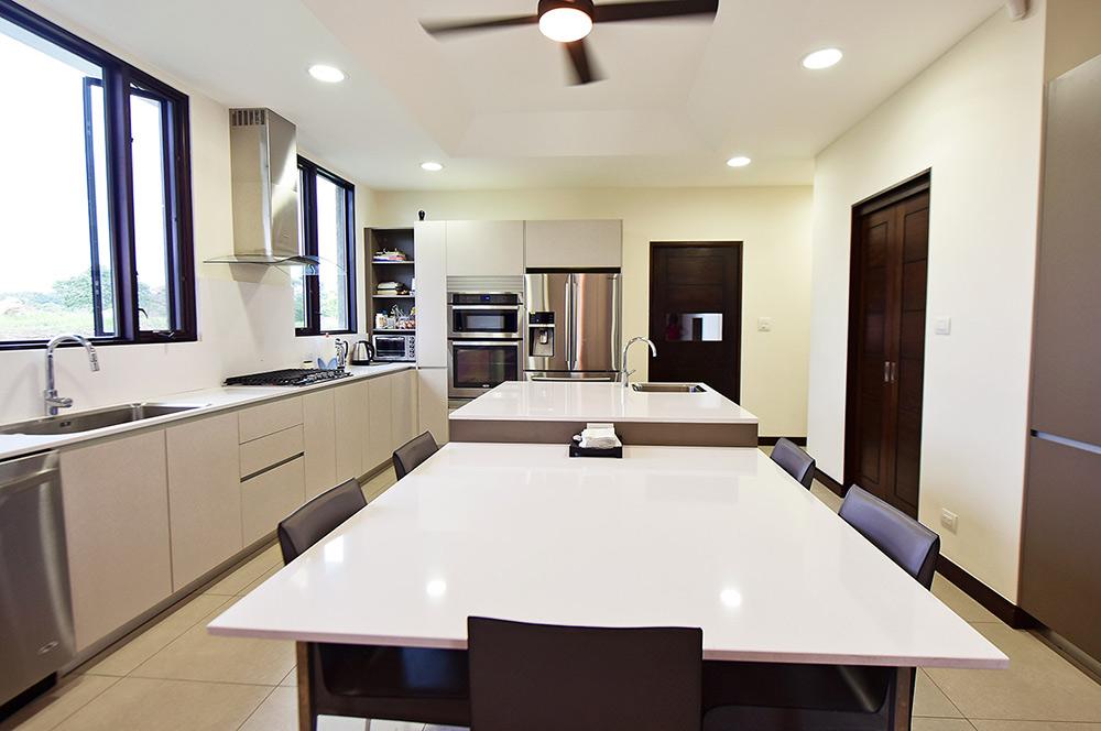 Cocinas con isla y mesa - Muebles de cocina con isla central ...