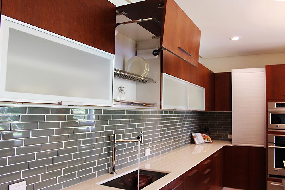 Muebles para cocina y cocinas de lujo for Muebles de cocina con puertas de cristal