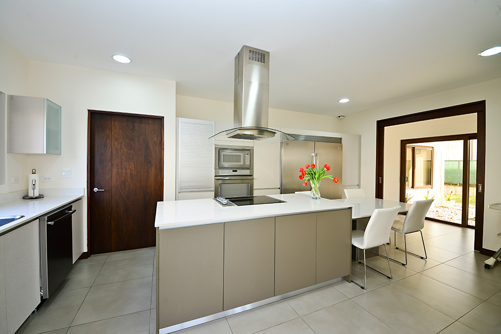 Muebles para cocina y cocinas de lujo for Muebles de cocina con isla central