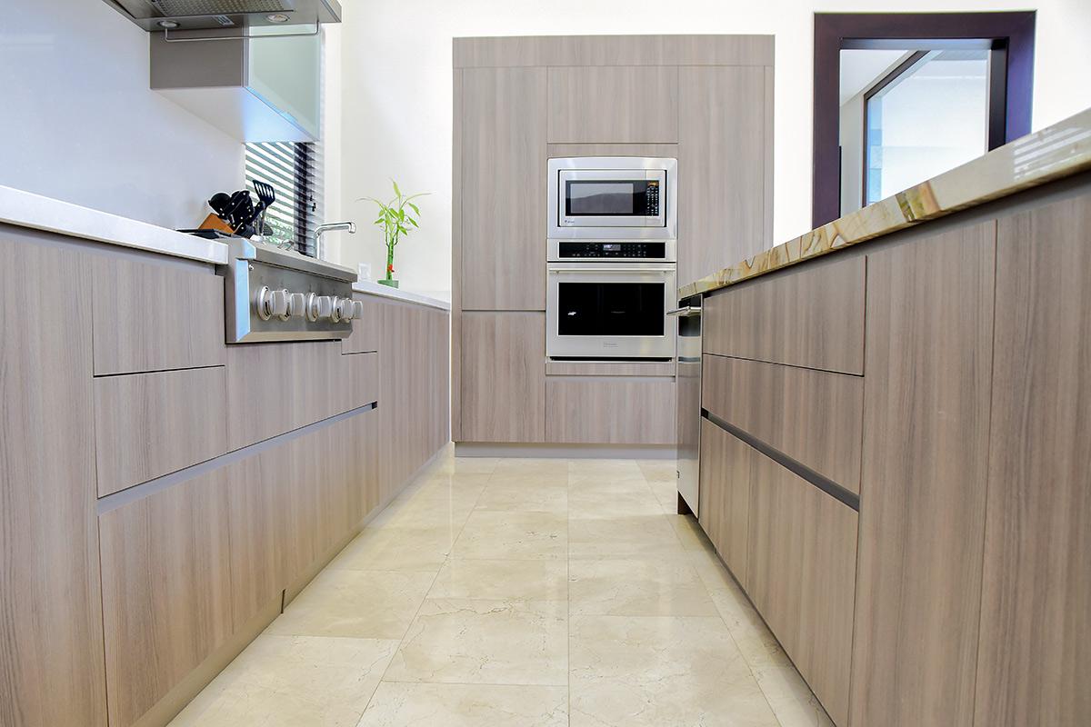 Muebles de cocina madera mobiliario de cocina en madera a - Muebles de cocina madera maciza ...